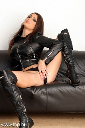 Girls in boots 012