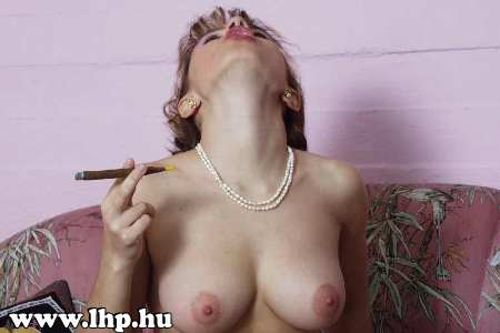 Smoking girls 018