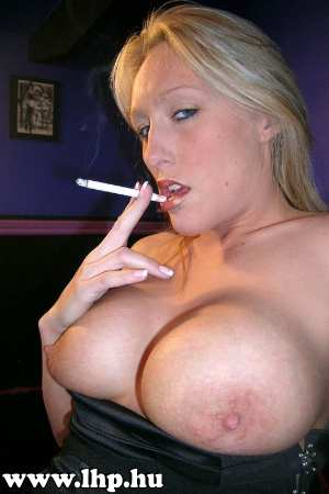 Smoking girls 064