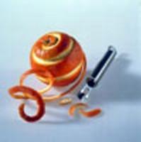 A fant�ziad�san elrendezett narancs- �s citromkarik�k m�r sz�n�kkel is gy�ny�rk�dtetnek.
