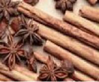 A kar�csonyi desszertek jellemz� f�szerei a van�lia, fah�j, gy�mb�r, szegf�szeg, citrom, s�fr�ny, �nizs.