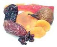 A kar�csonyi desszertekben a gy�m�lcs�k k�z�l els�sorban az aszalt �s kand�rozott, valamint a sz�raz term�s� gy�m�lcs�k ker�lnek felhaszn�l�sra.